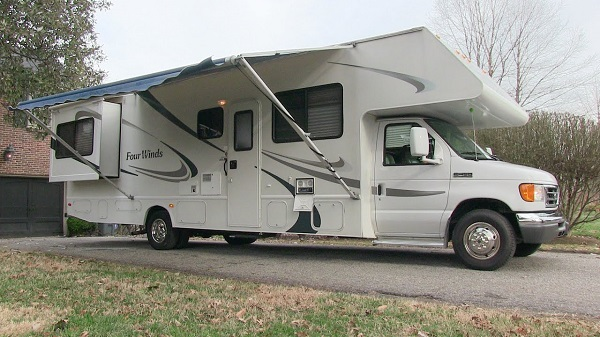 fourwinds-rv-covers-lifestyle.jpg